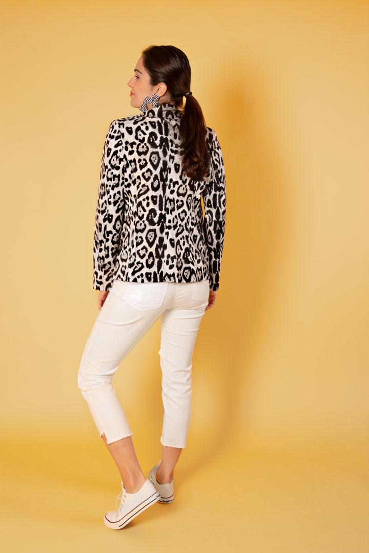 Chaqueta blanca print leopardo