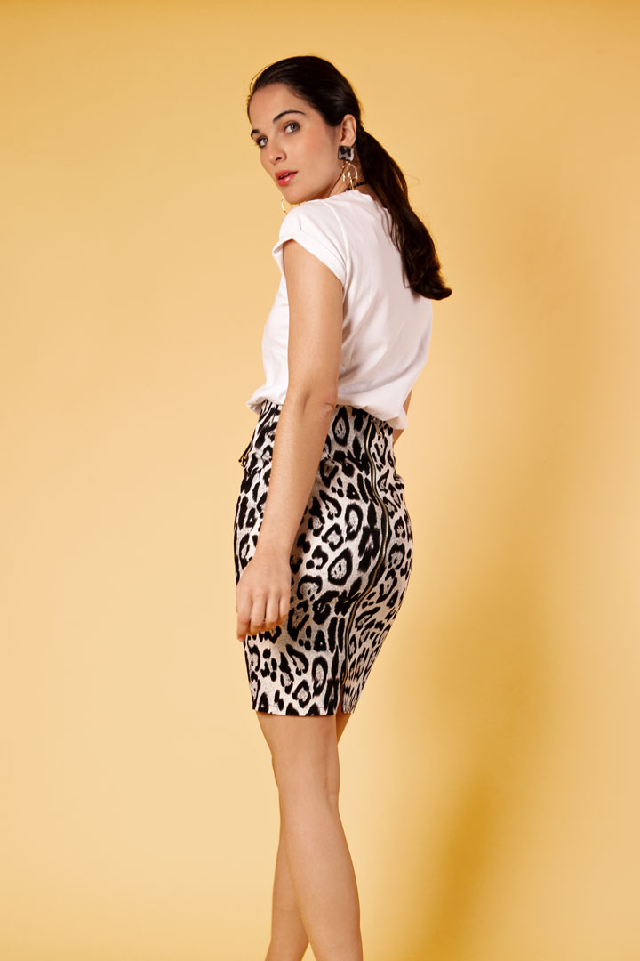 Falda blanca print leopardo