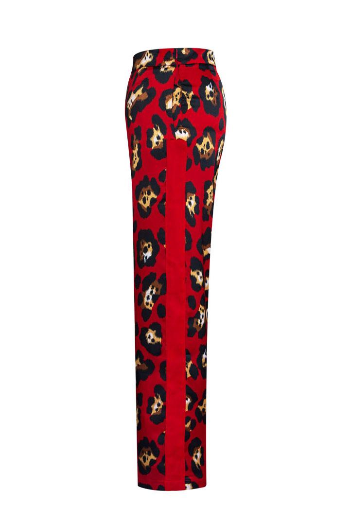 Pantalón rojo a conjunto