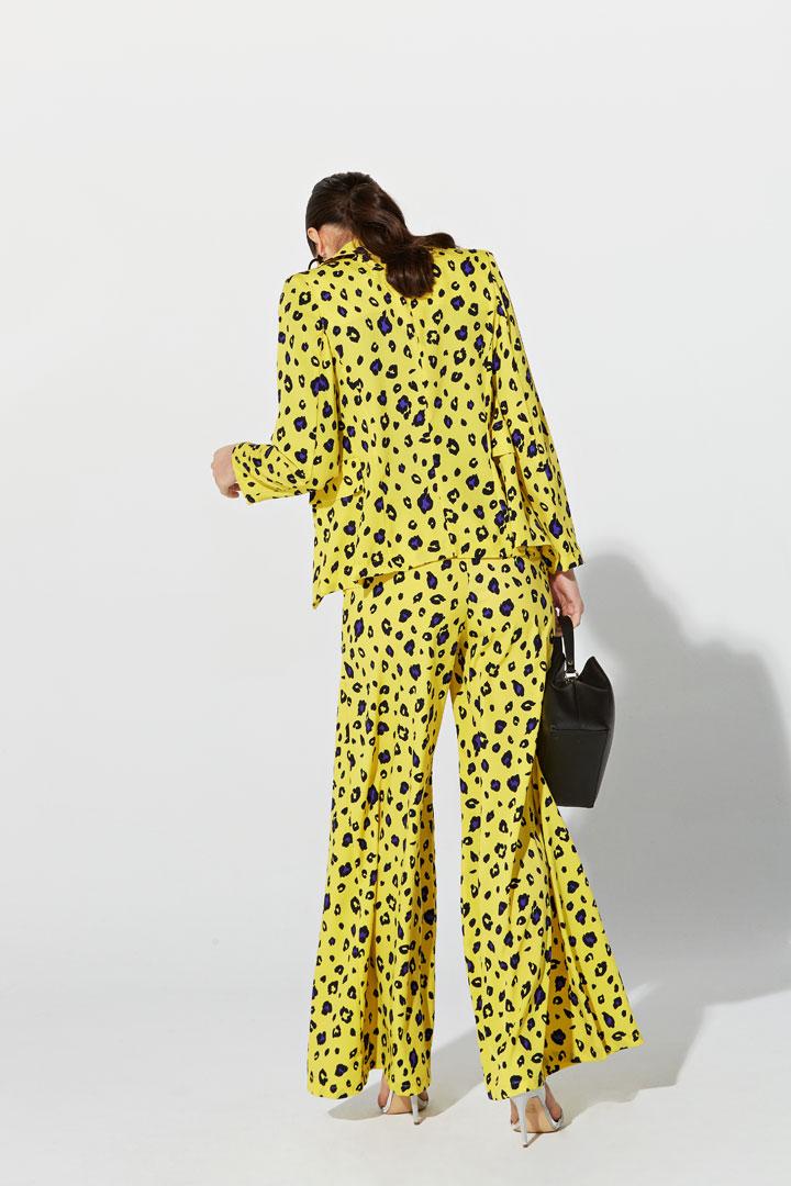 Chaqueta amarilla animal print