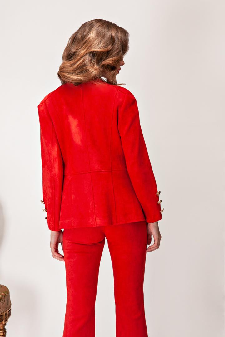 Chaqueta roja a conjunto