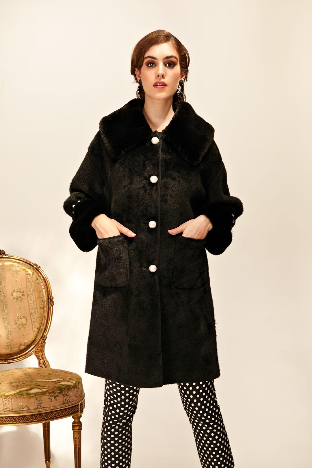 Abrigo negro de furry