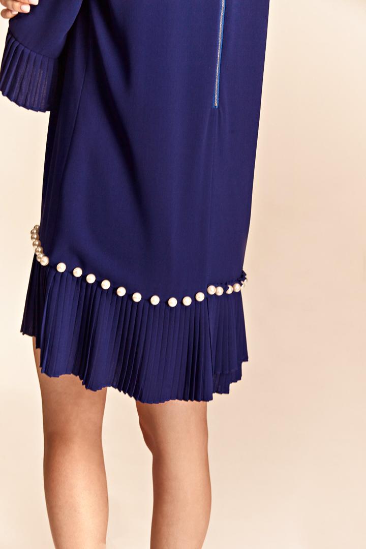 Vestido azul con perlas