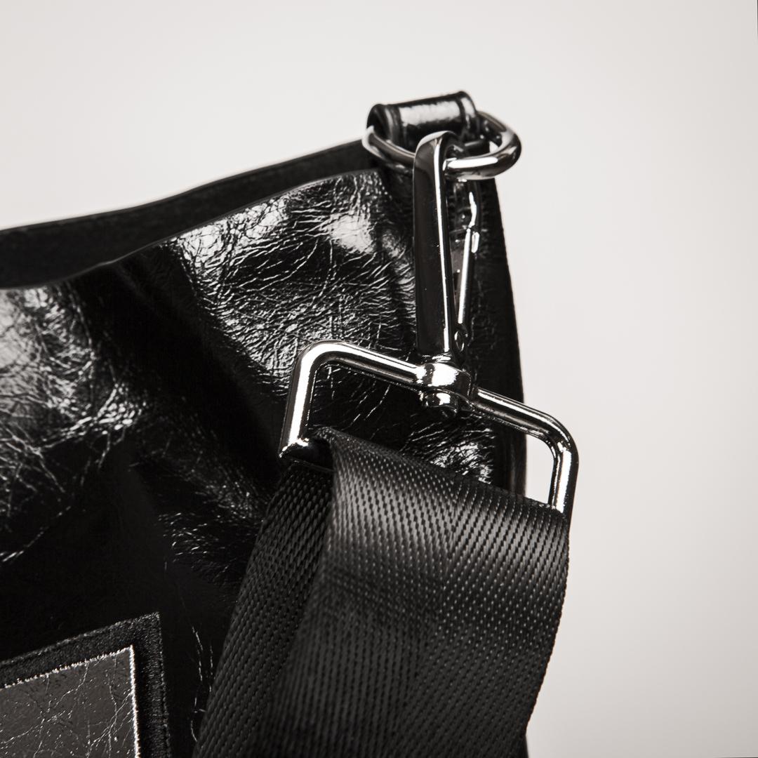 Bolso negro y plata