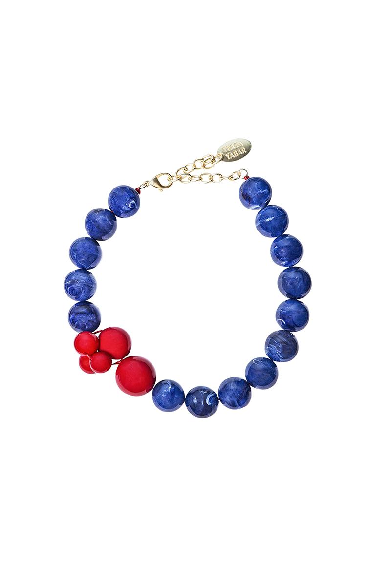 Teria Yabar - Collar corto azul y rojo