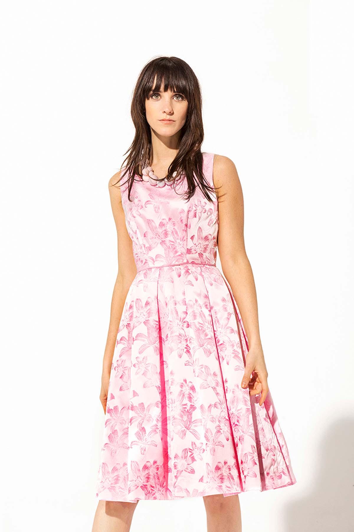 Vestido rosa de flor aterciopelada