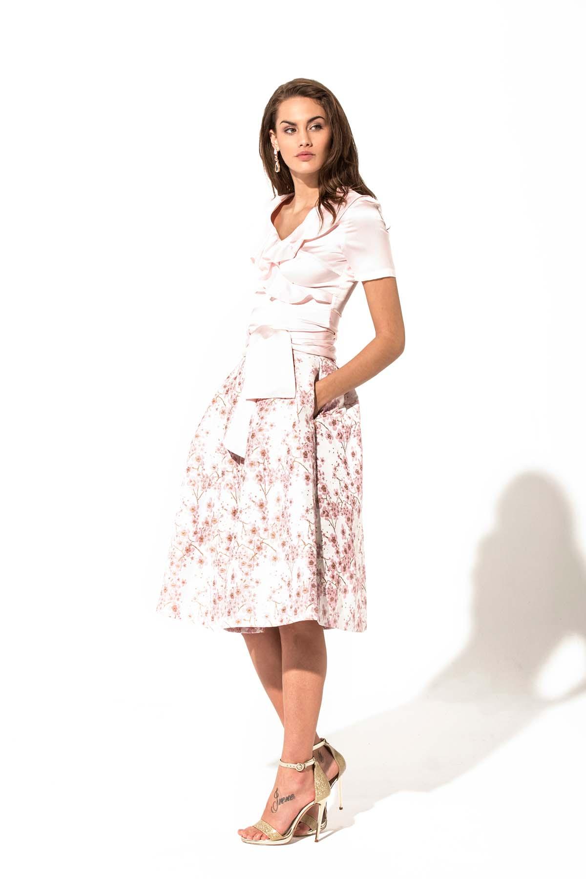 Falda de vuelo con brocado de flores Teria Yabar - Falda de vuelo con brocado de flores