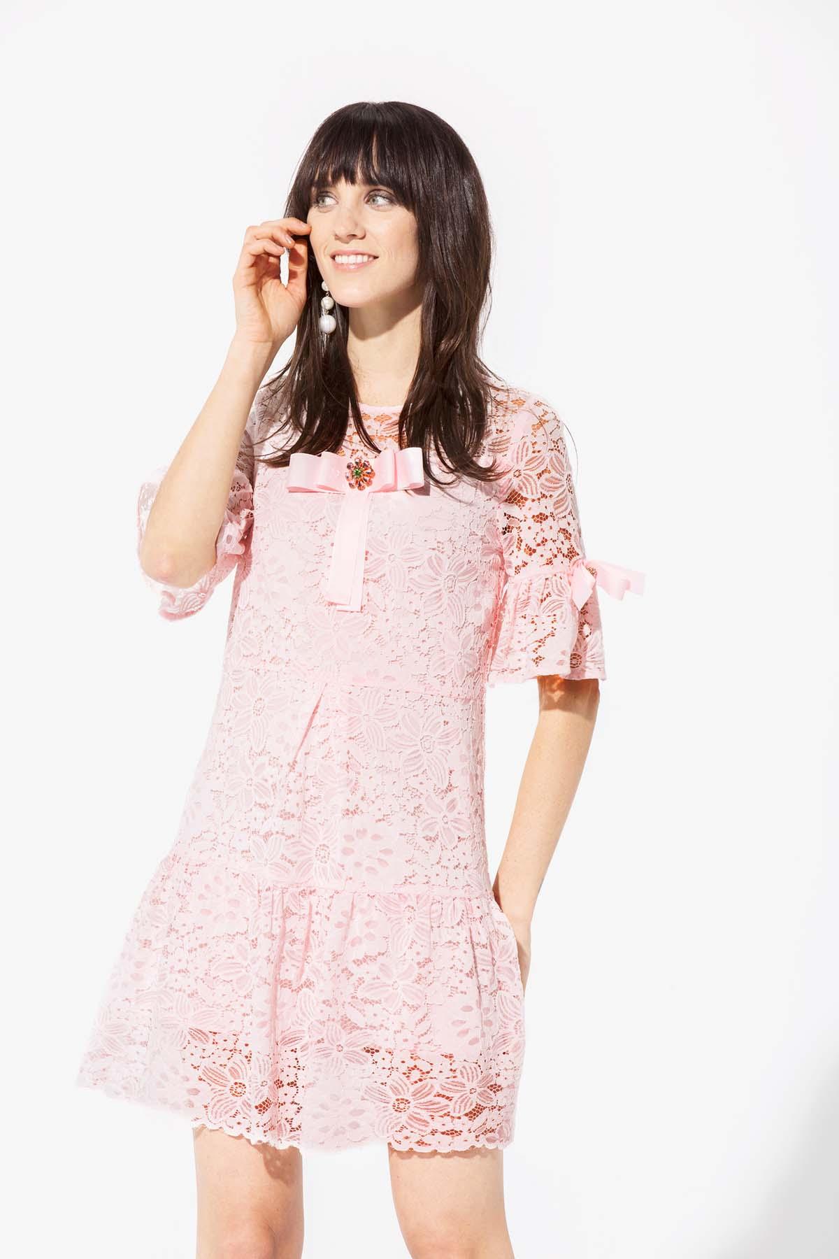 Teria Yabar - Vestido rosa de encaje