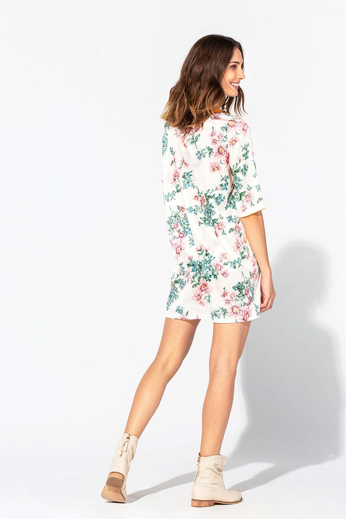 Vestido corto estilo túnica