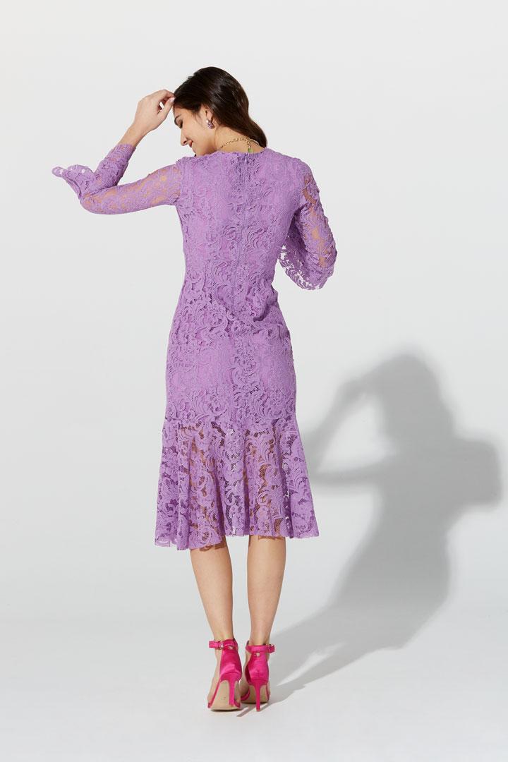 Vestido lila de encaje