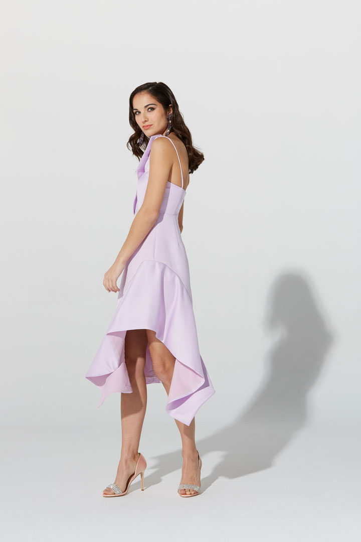 Vestido lila asimétrico