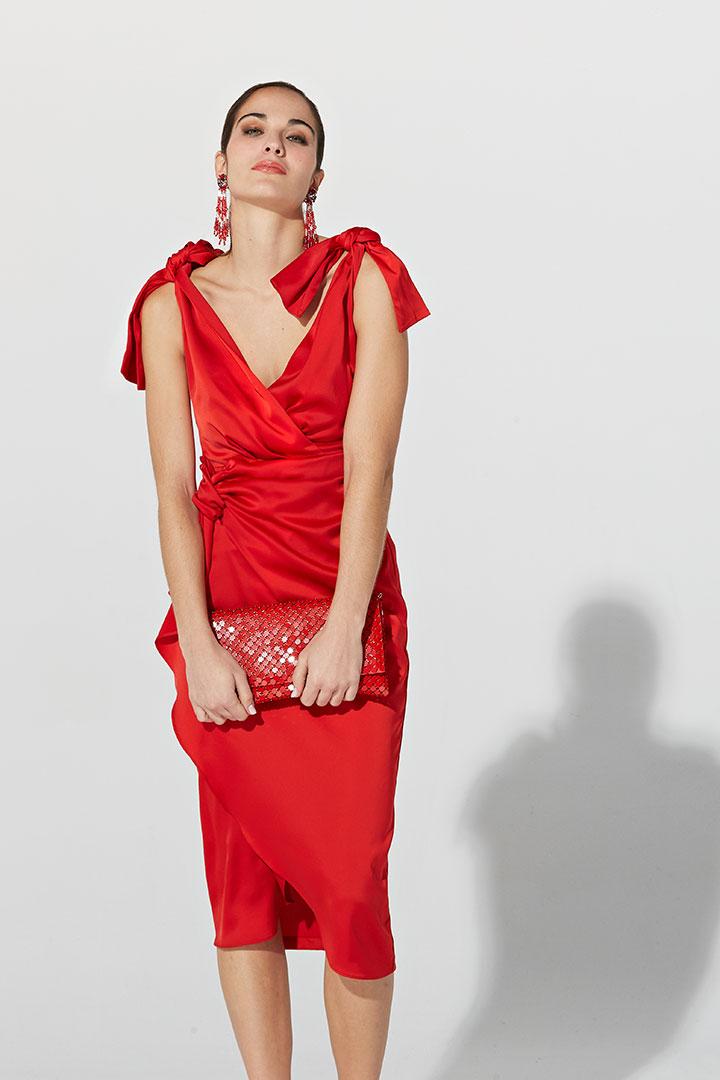 Vestido rojo de lazos