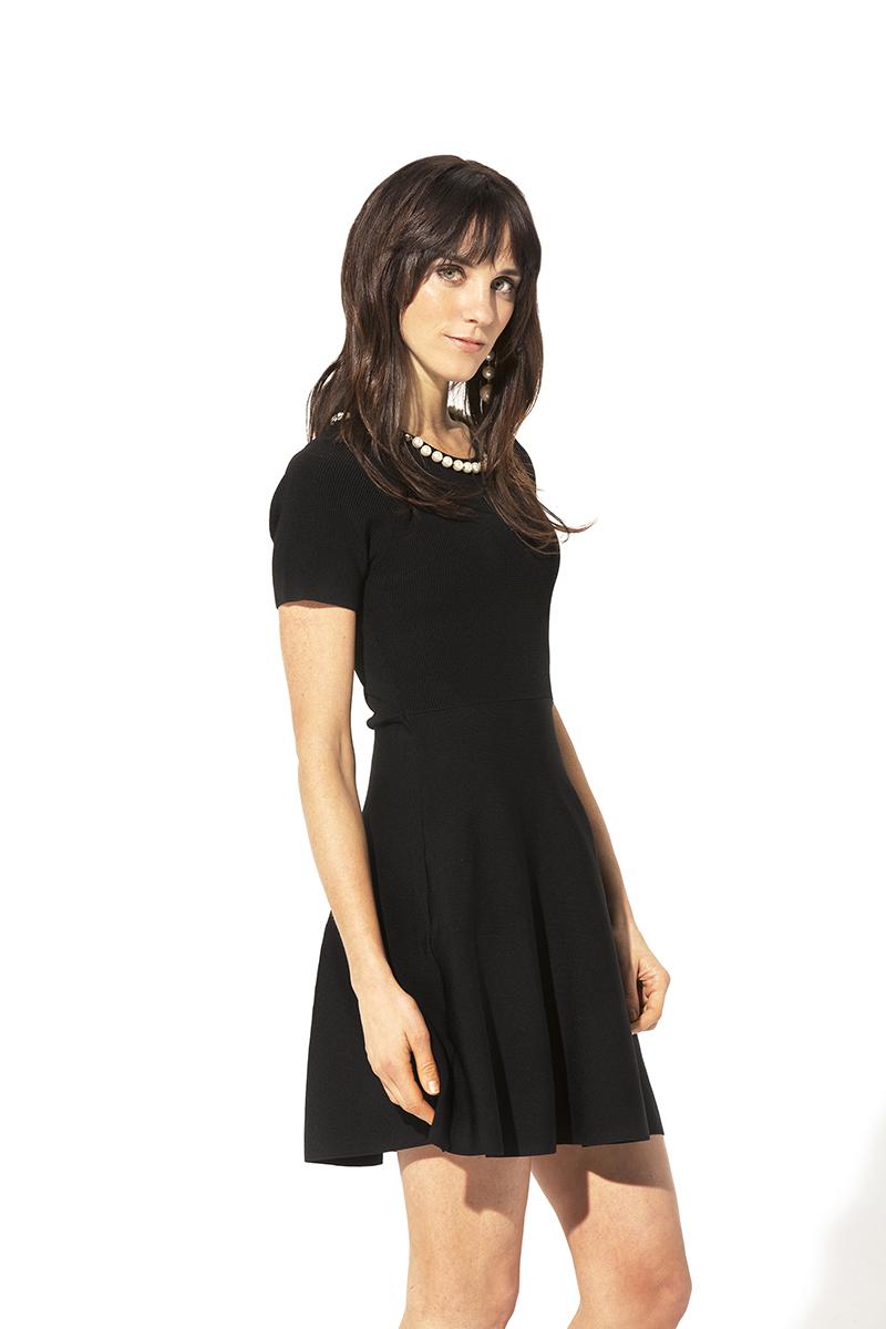 Vestido negro con perlas Teria Yabar - Vestido negro con perlas