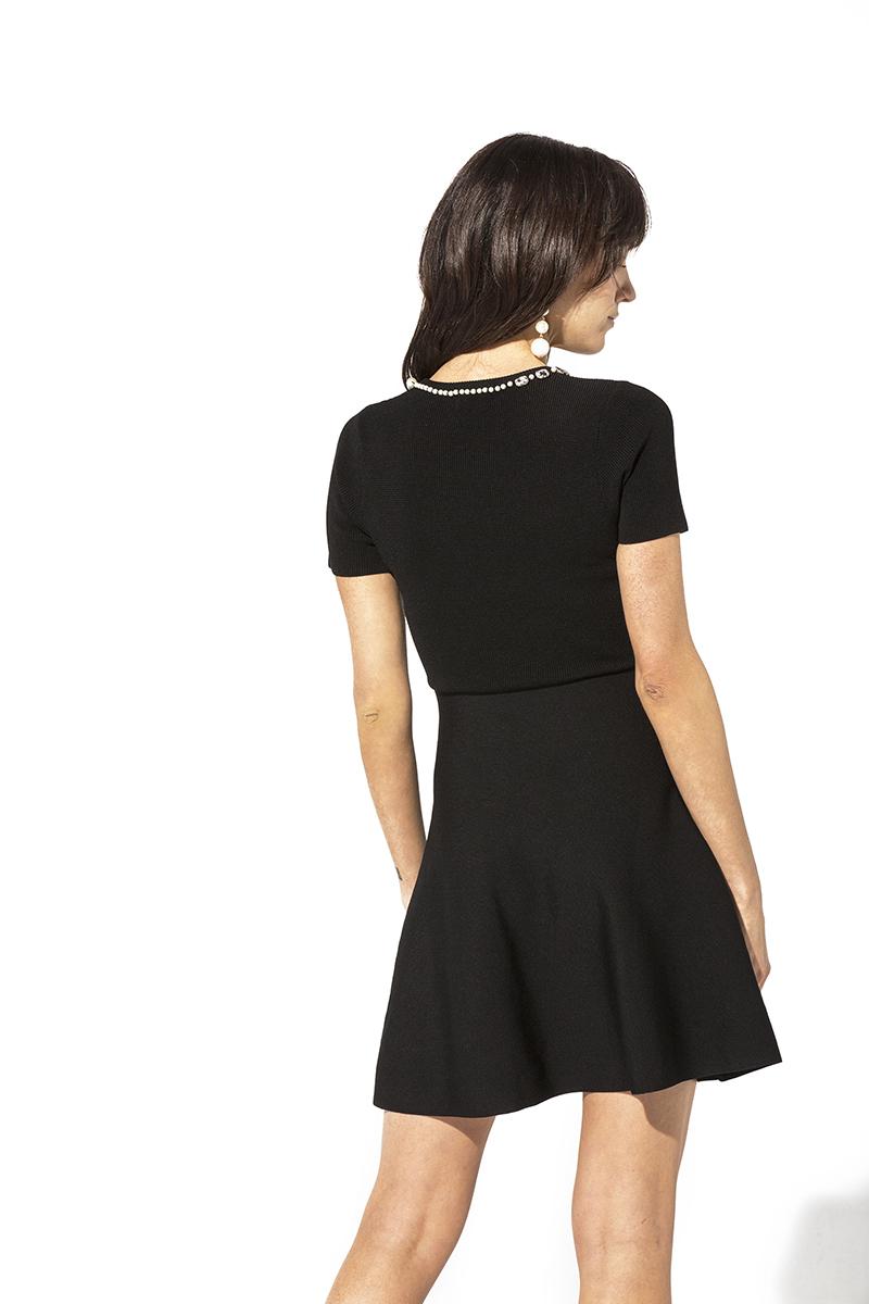 Vestido negro con perlas