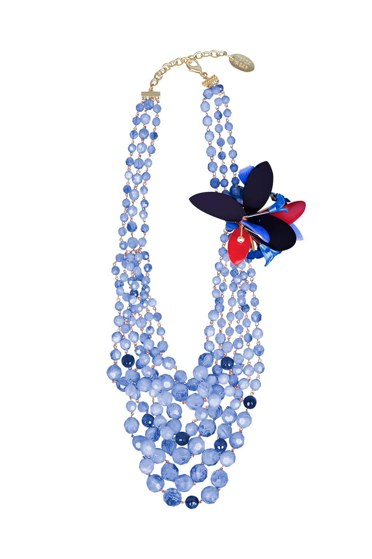 Teria Yabar - Collar de perlas y flores azules