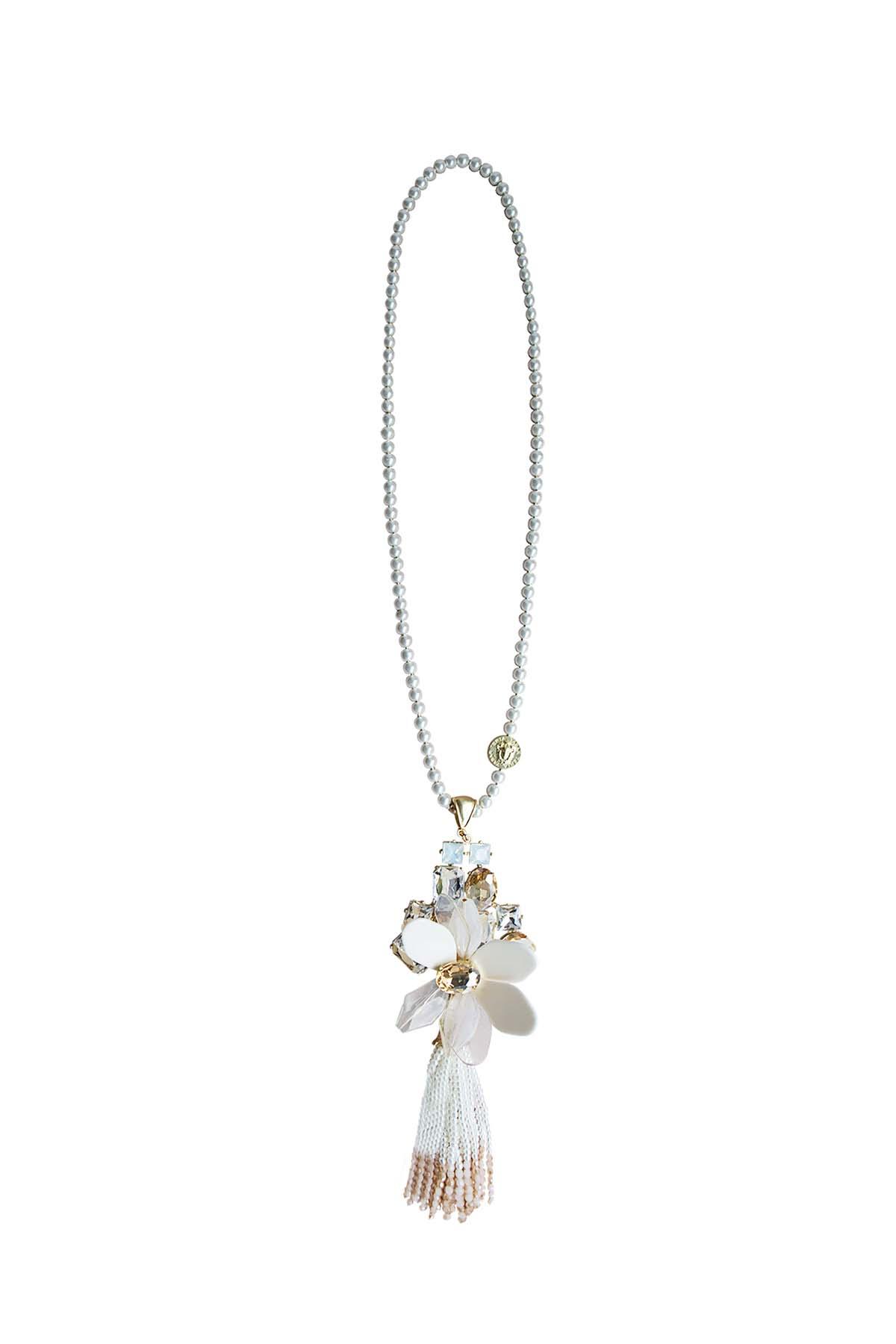 Teria Yabar - Collar largo de flores crema y ámbar