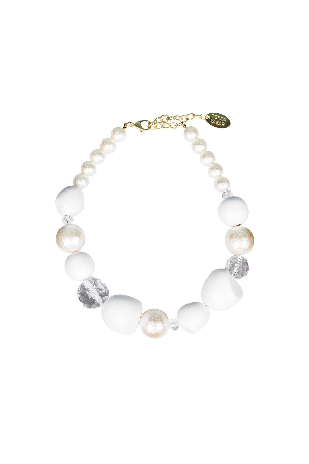 Teria Yabar - Collar de piedras y perlas blancas