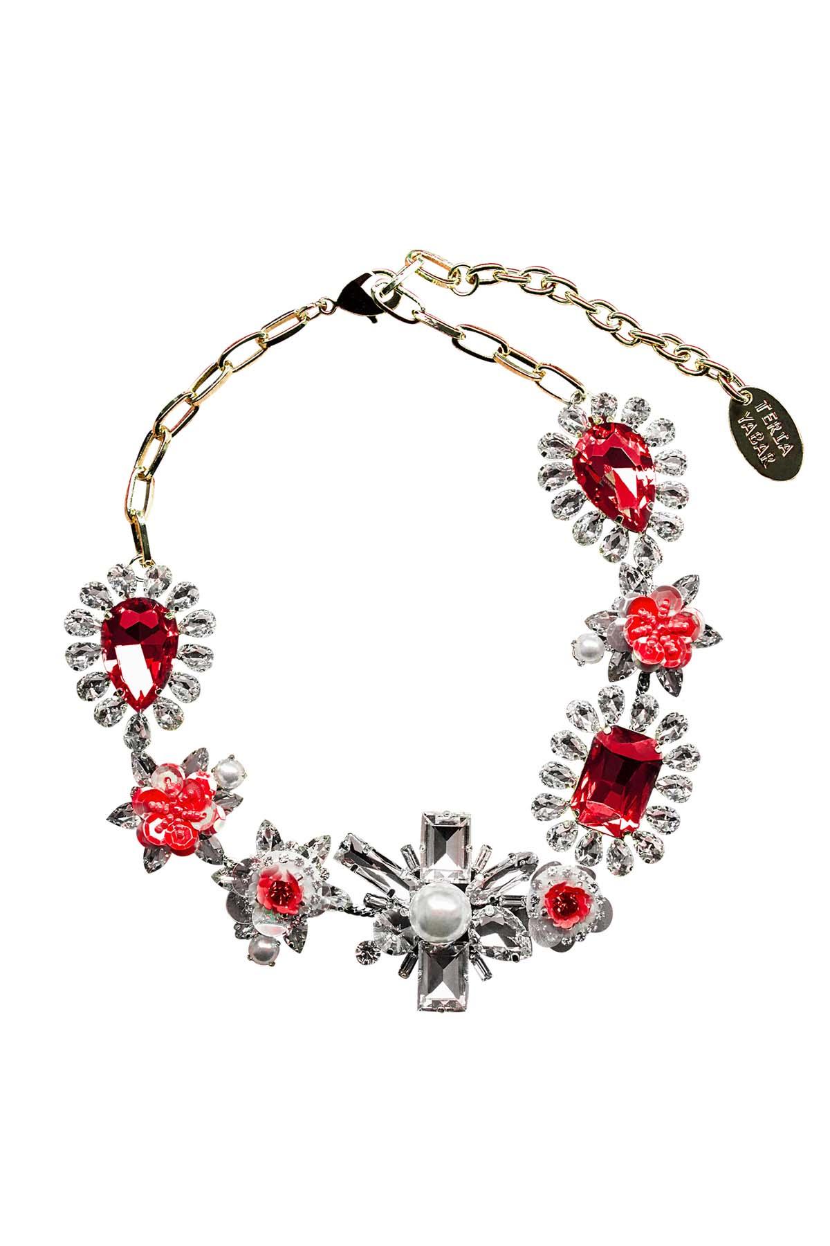 Teria Yabar - Collar de cristales y flores rojas