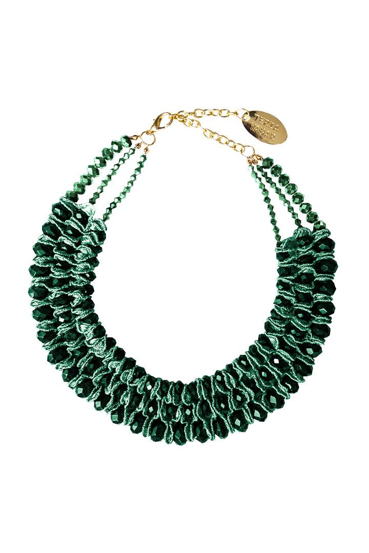 Collar verde trenzado con gemas
