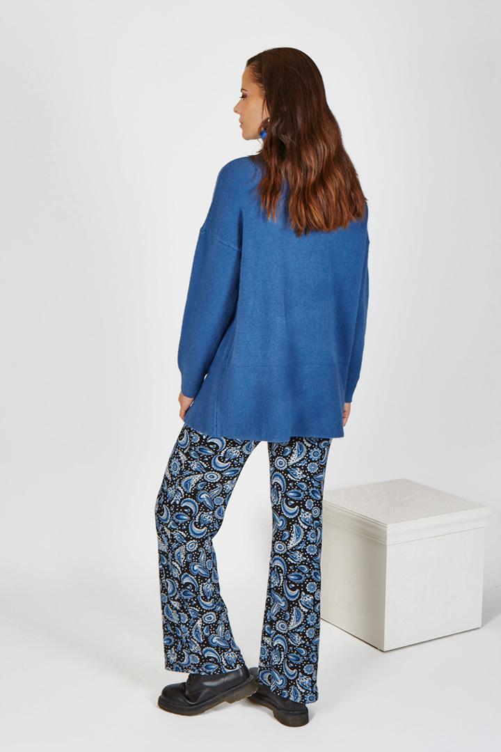 Jersey azul de cuello alto