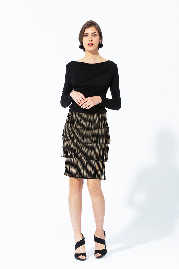 Falda negra de flecos