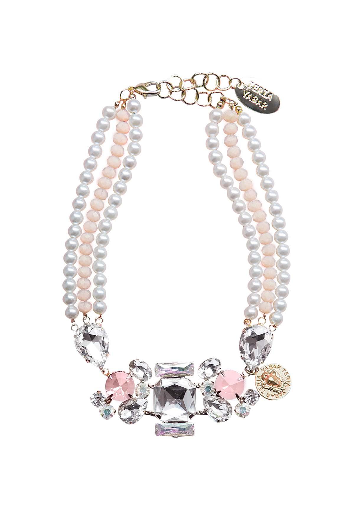 Teria Yabar - Collar de perlas blancas y cristal rosa