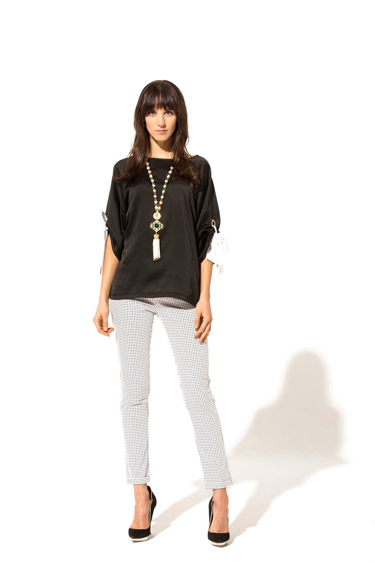 Blusa negra con lazos  Teria Yabar - Blusa negra con lazos