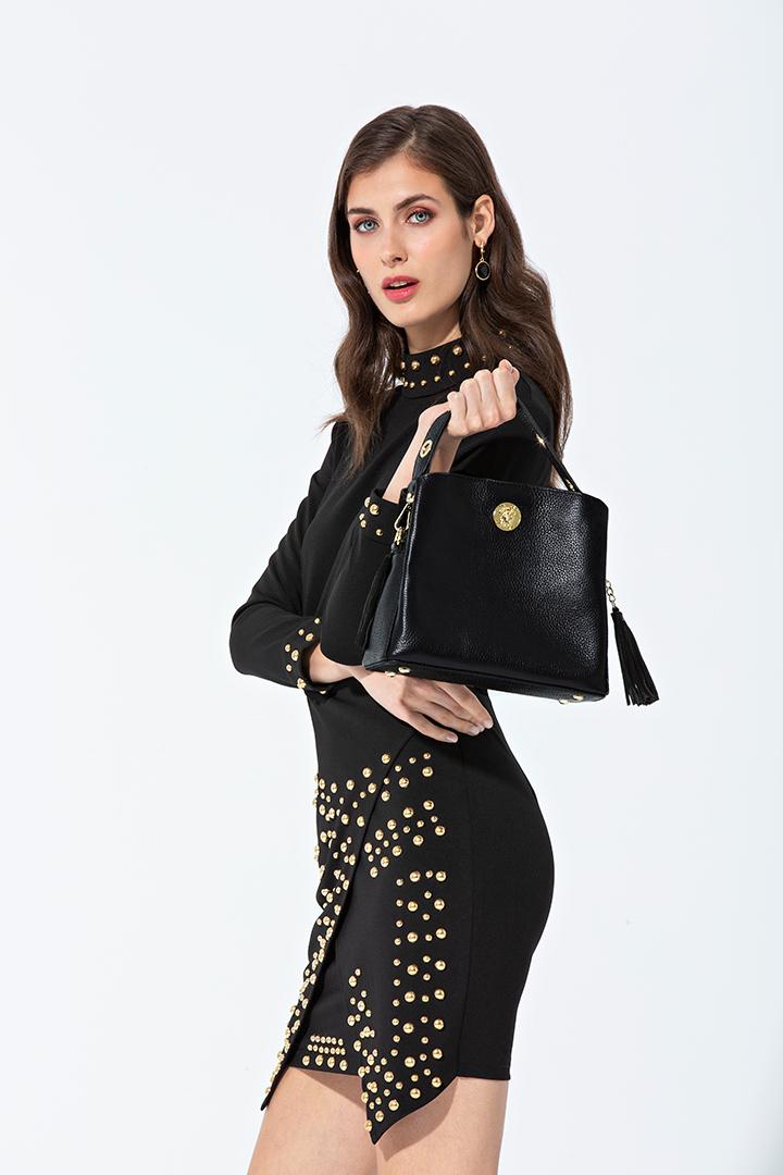 Vestido negro elástico con tachuelas