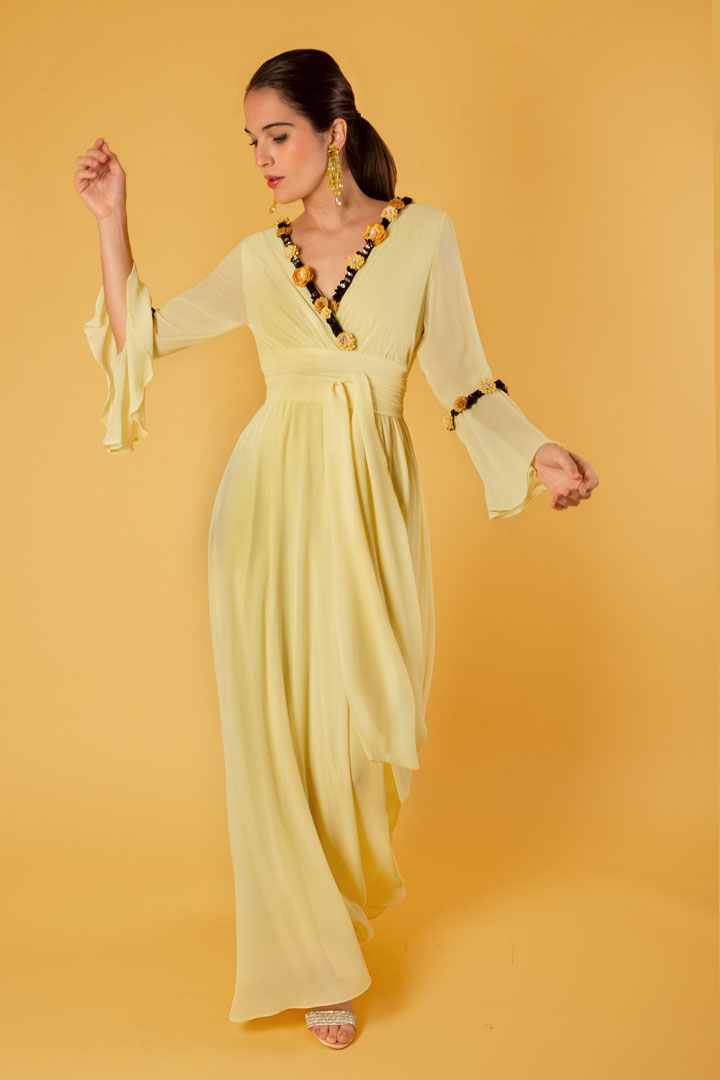 Vestido amarillo de gasa floral