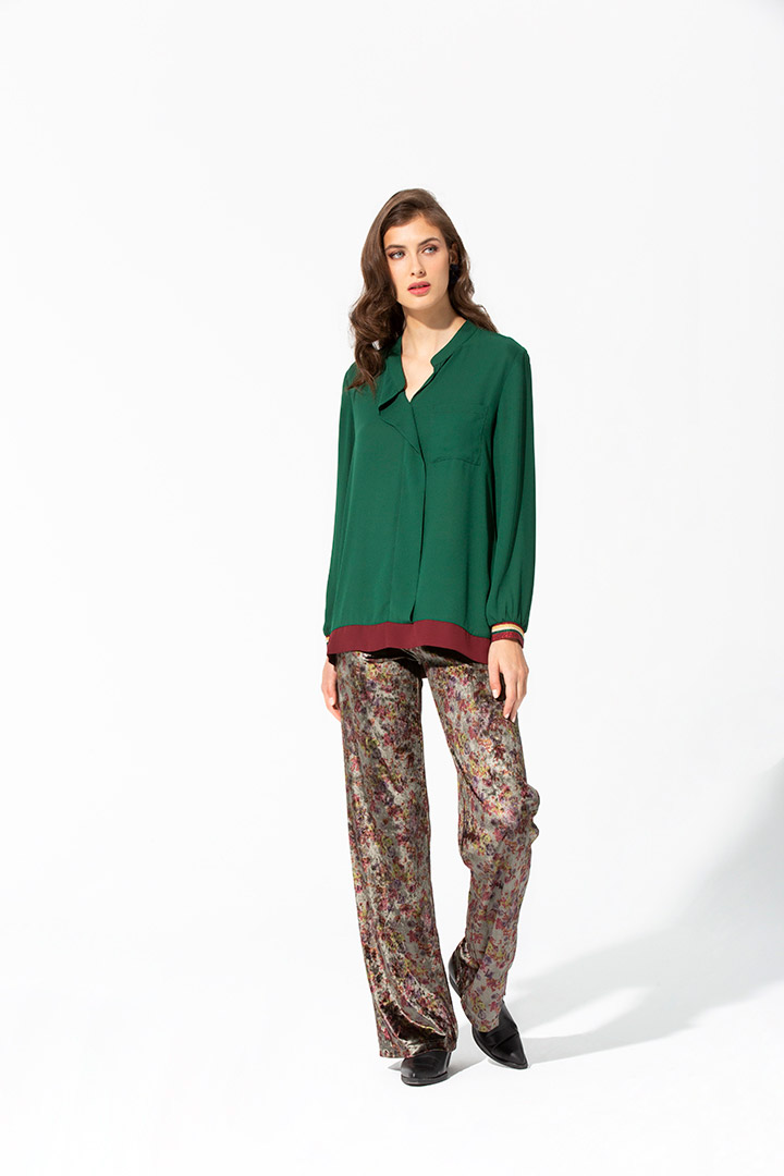 Camisa verde amplia de crepé