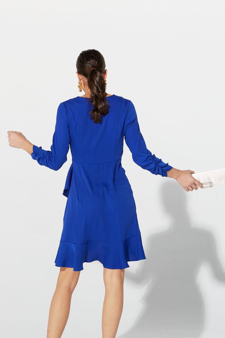 Vestido fruncido en azul intenso