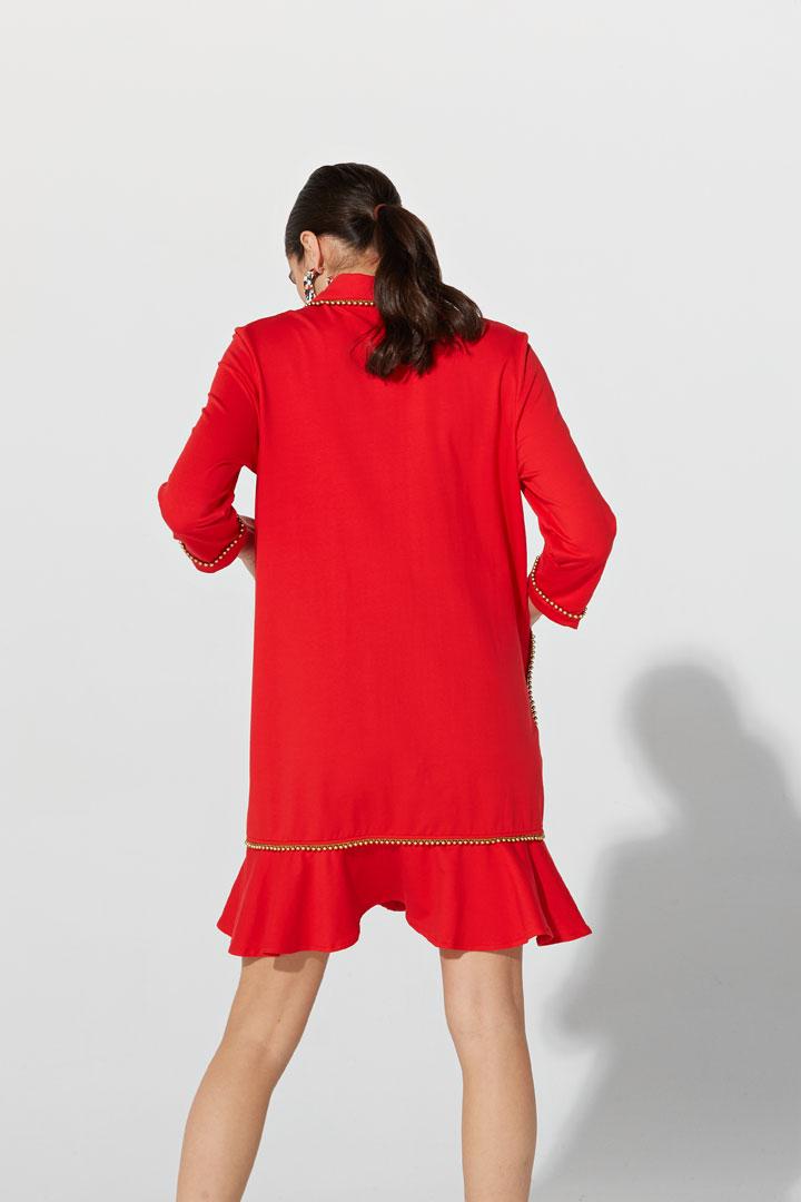 Vestido rojo ribeteado