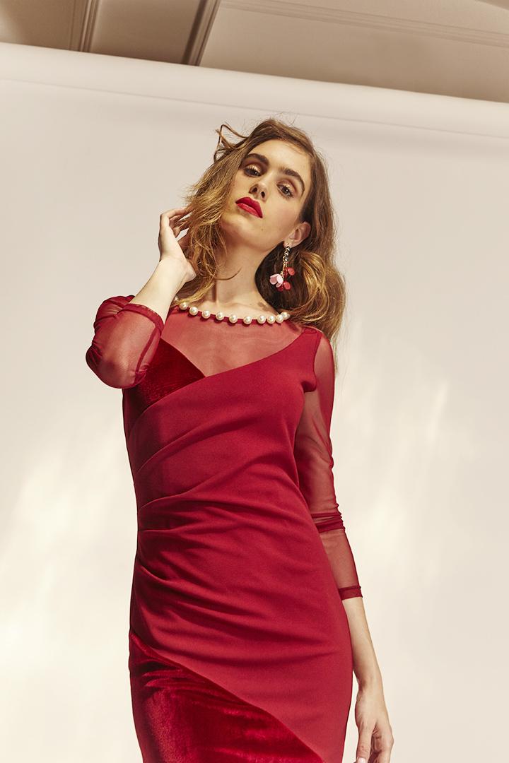 Vestido rojo de terciopelo y tul